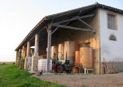 Domaine-Maillac-galerie-chai-derriere