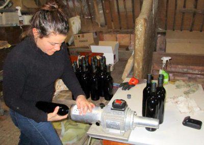 Opération cerclage des bouteilles